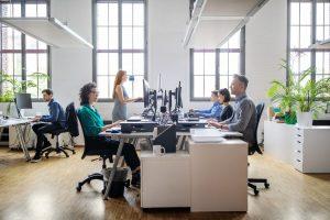 Read more about the article Ergonomia: Solução para melhorar o rendimento e o bem-estar no trabalho